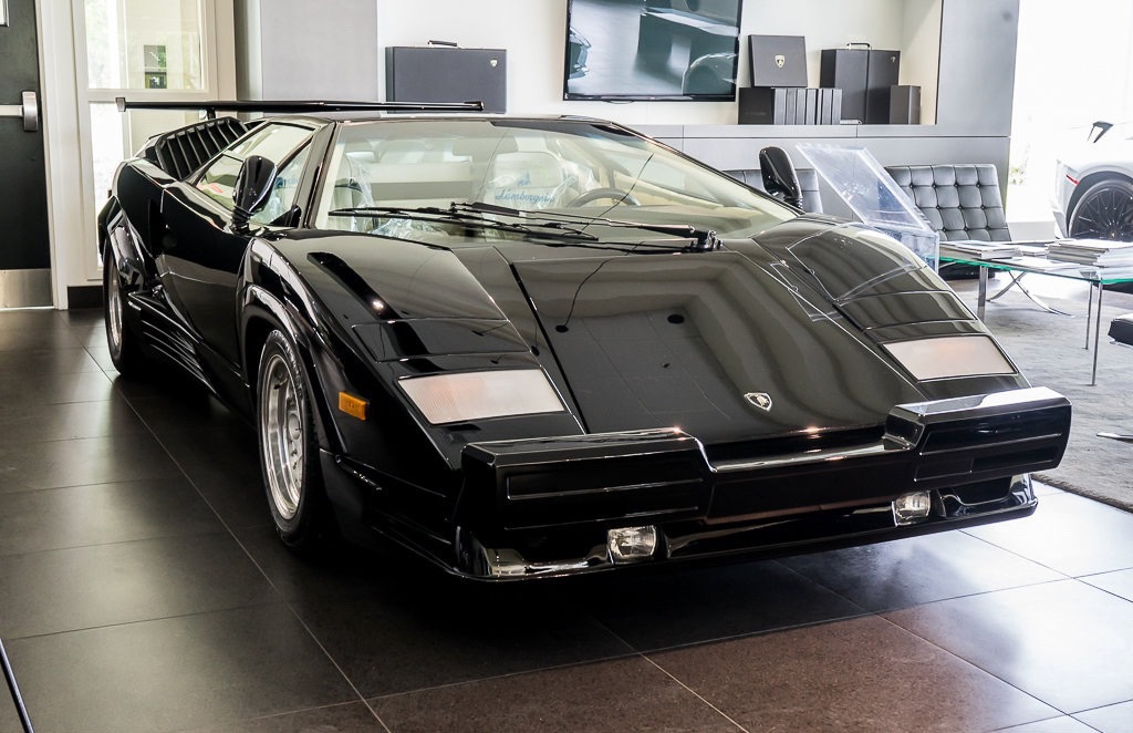 Lamborghini_Countach_25th_Anniversary_sale_0002