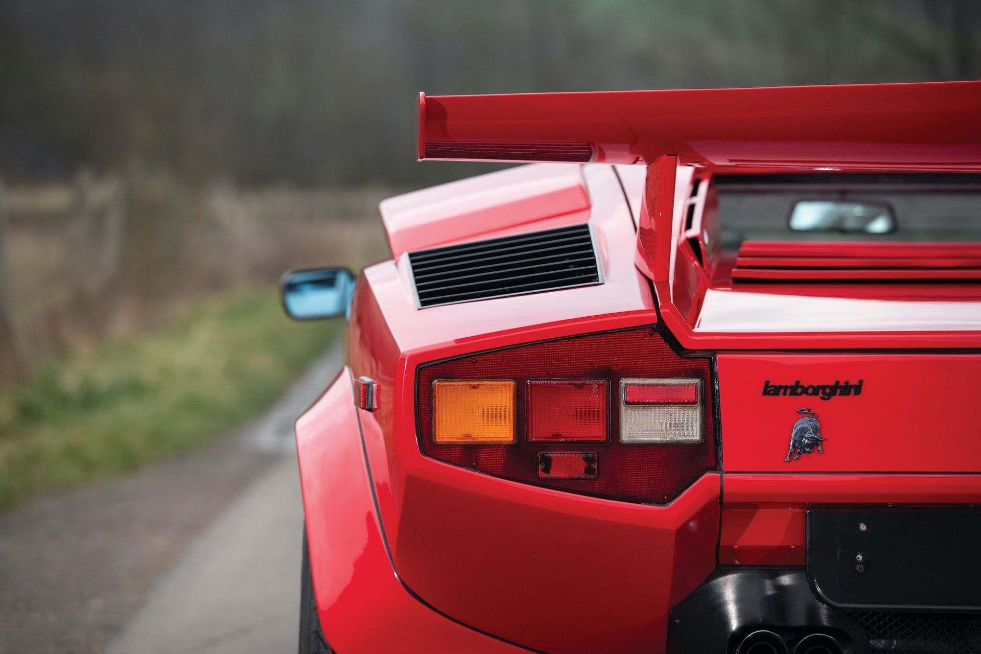 Lamborghini_Countach_5000S_0010