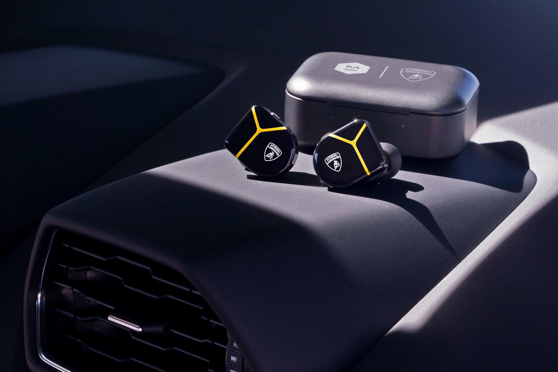 lamborghini-master-dynamic-wireless-headphones-earphones-1