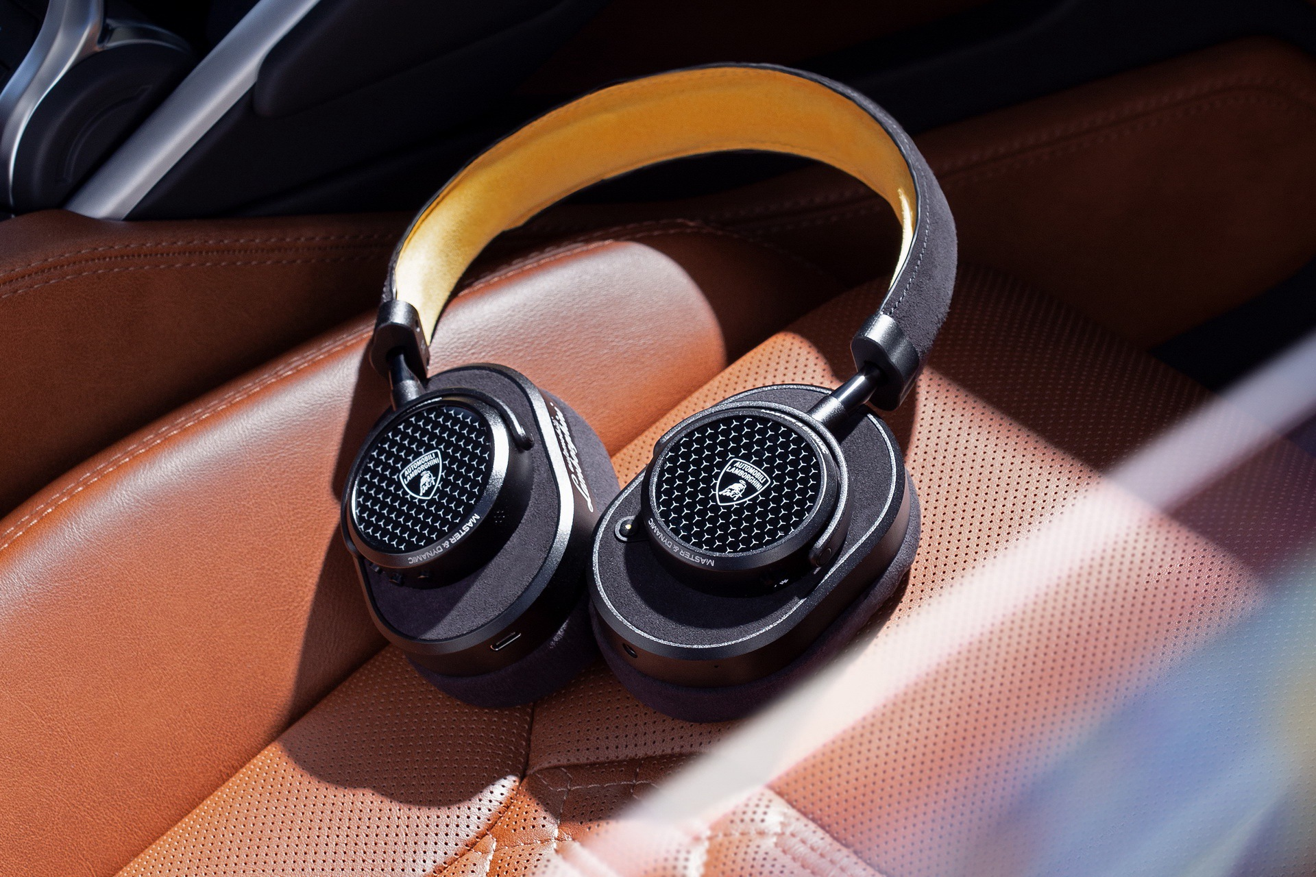 lamborghini-master-dynamic-wireless-headphones-earphones-6