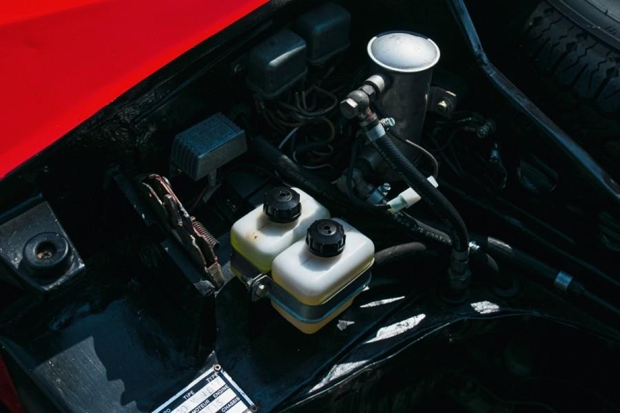 Lamborghini-Miura-SV-RHD-auction-17