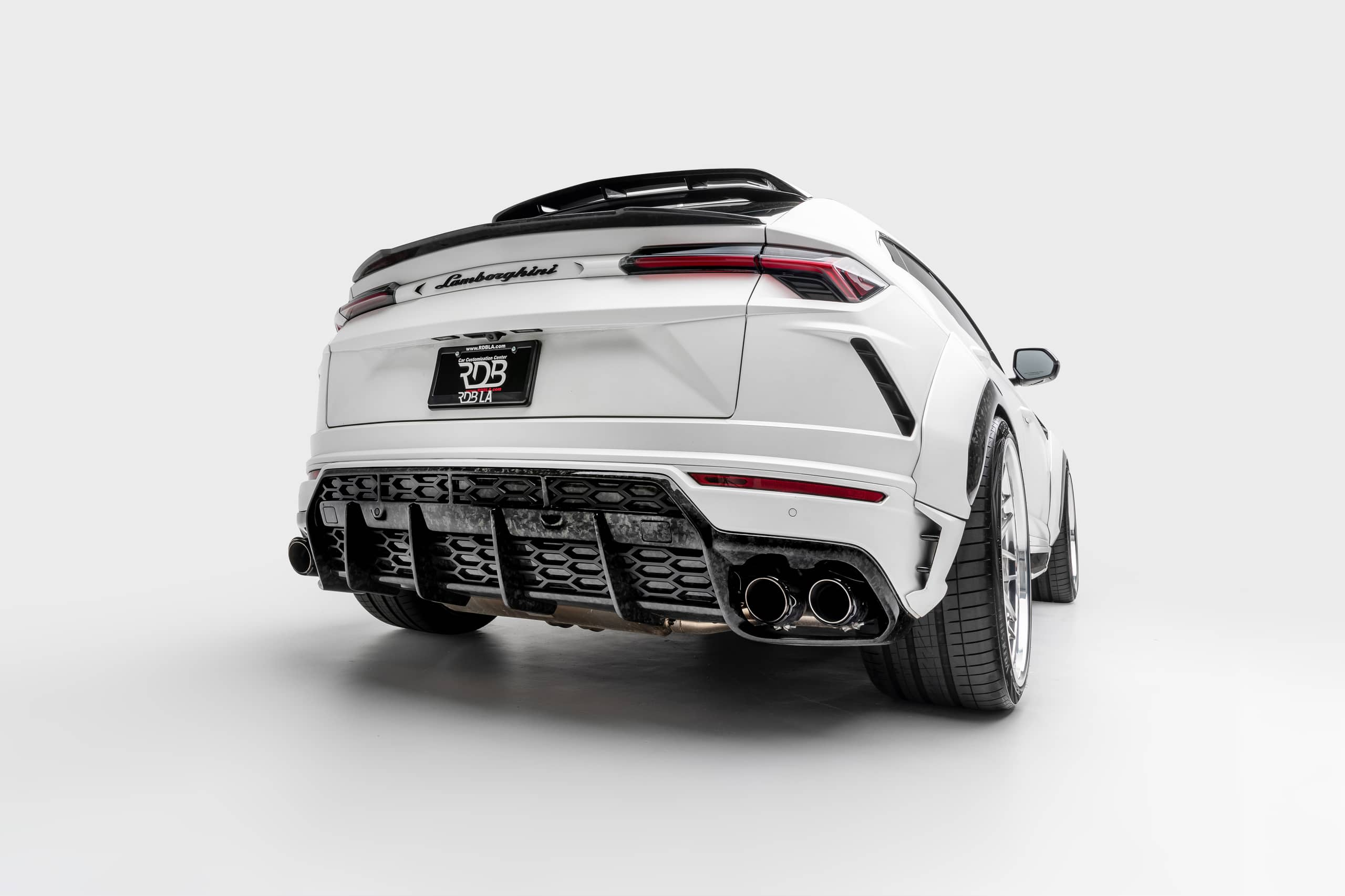 Lamborghini-Urus-by-1016-Industries-10