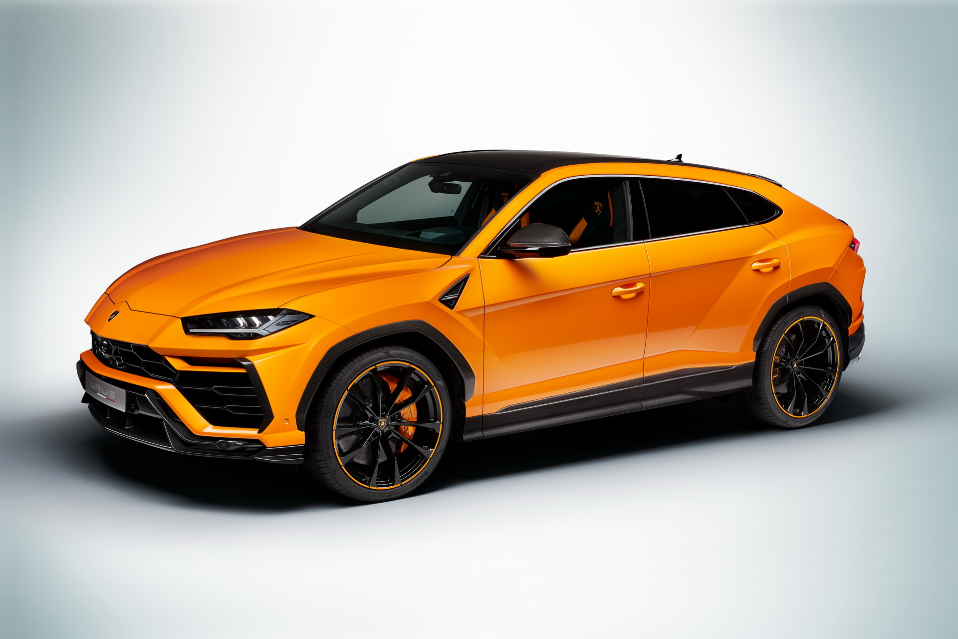 Lamborghini-Urus-Pearl-Capsule-Edition-11