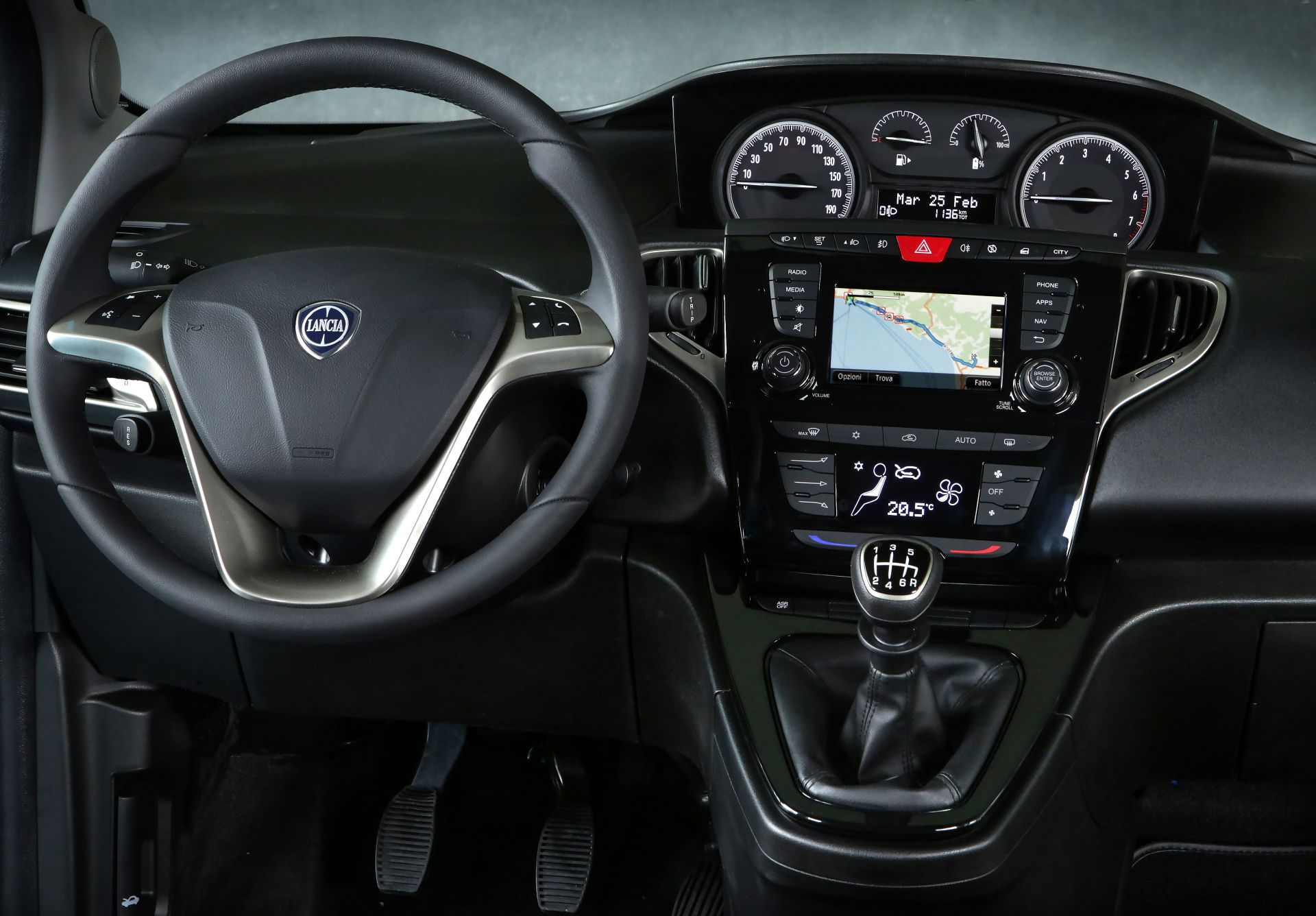 Lancia_Ypsilon_Hybrid_EcoChic_0023