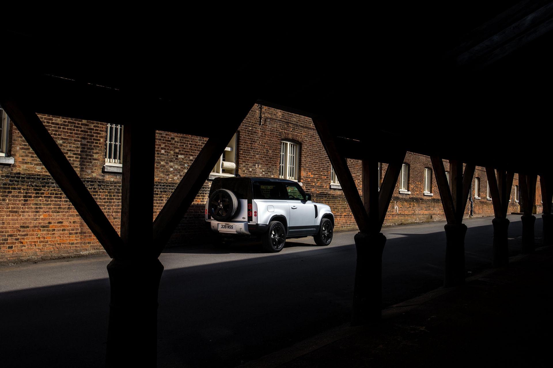2021-Land-Rover-Defender-12