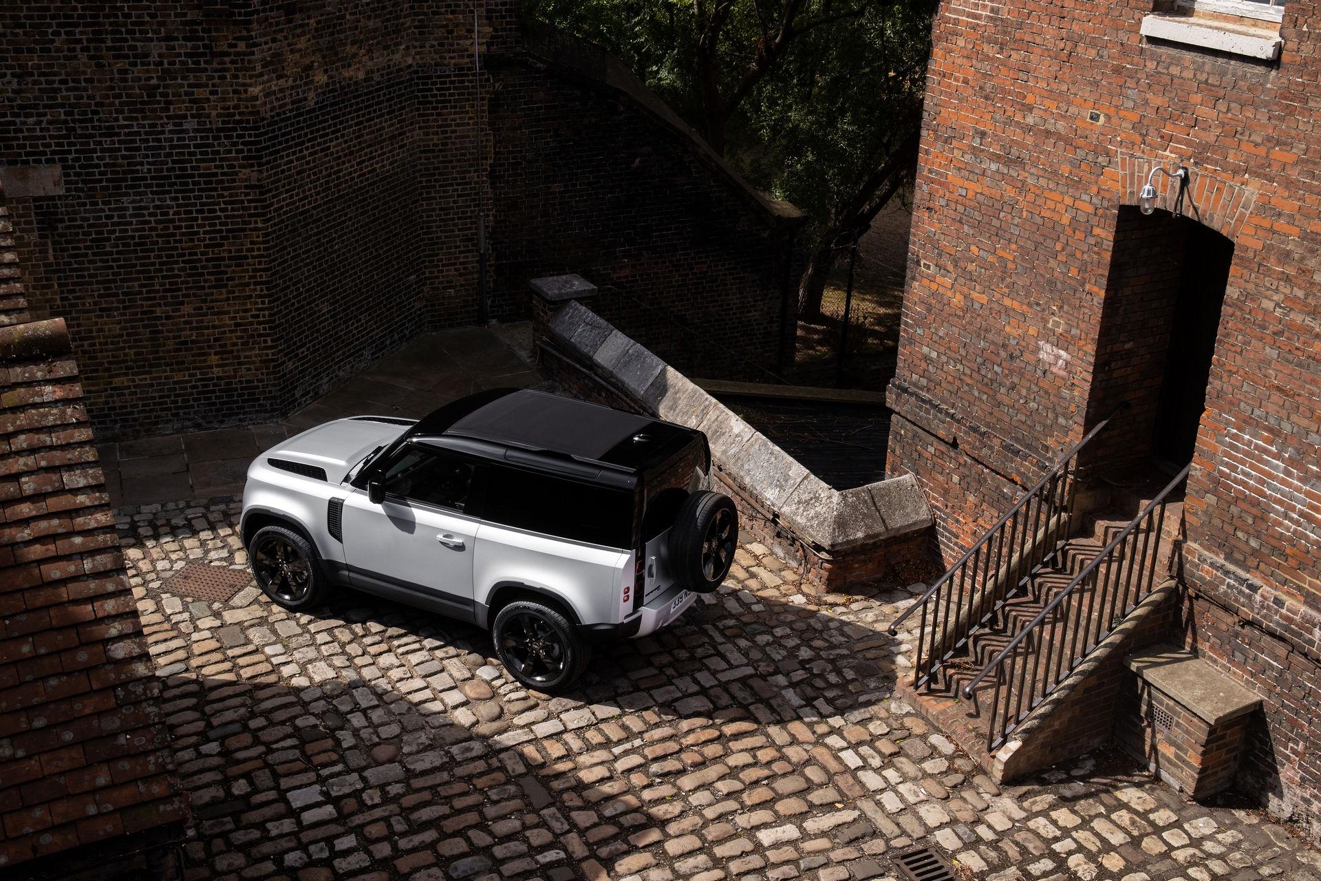 2021-Land-Rover-Defender-15