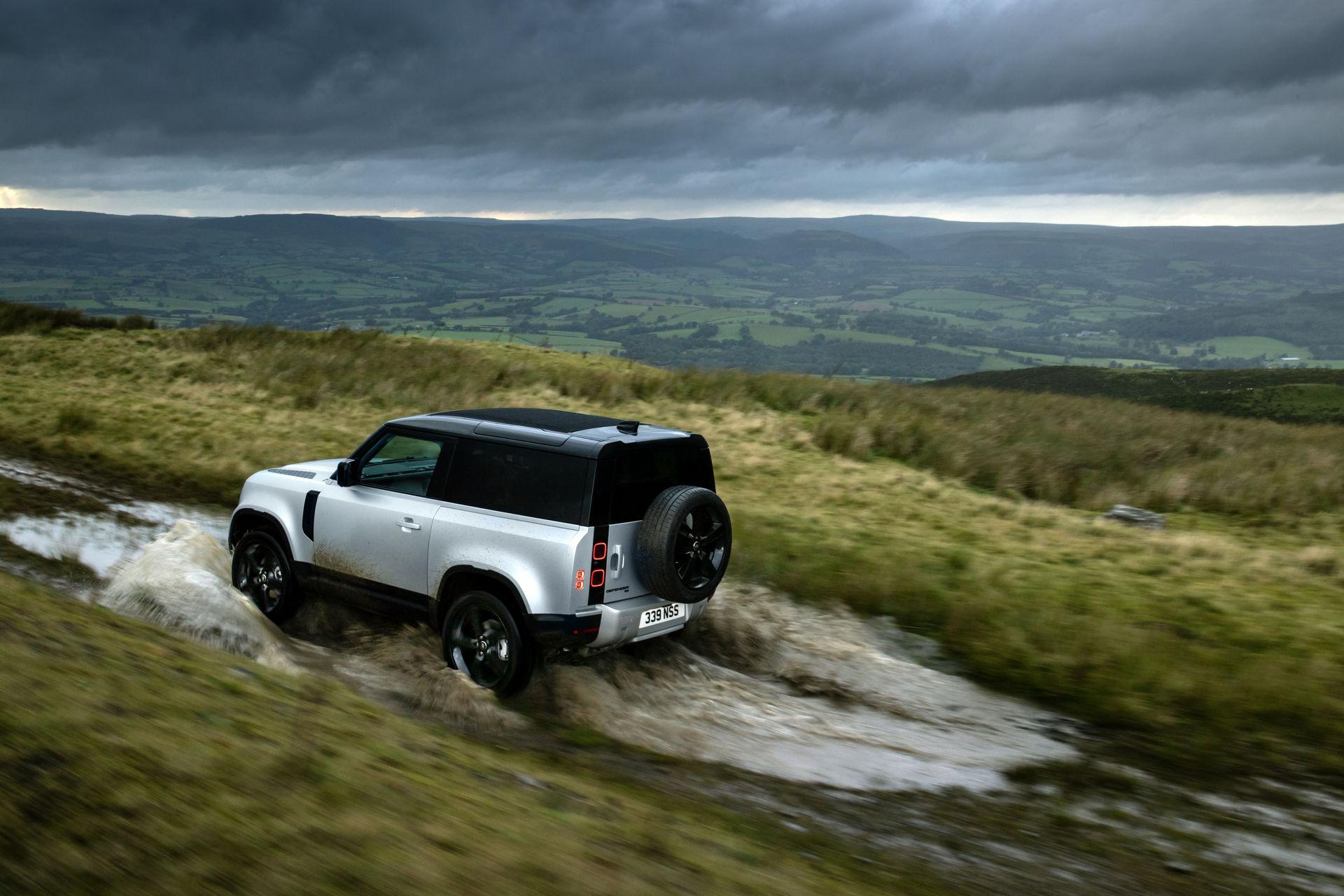 2021-Land-Rover-Defender-26