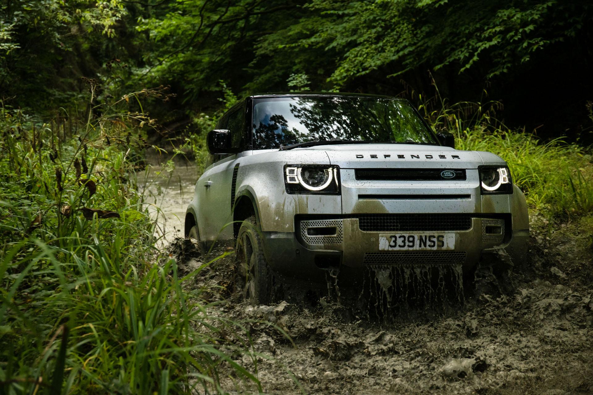 2021-Land-Rover-Defender-32