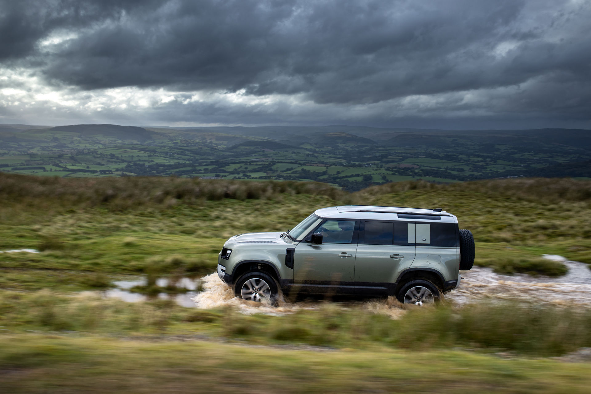 2021-Land-Rover-Defender-68