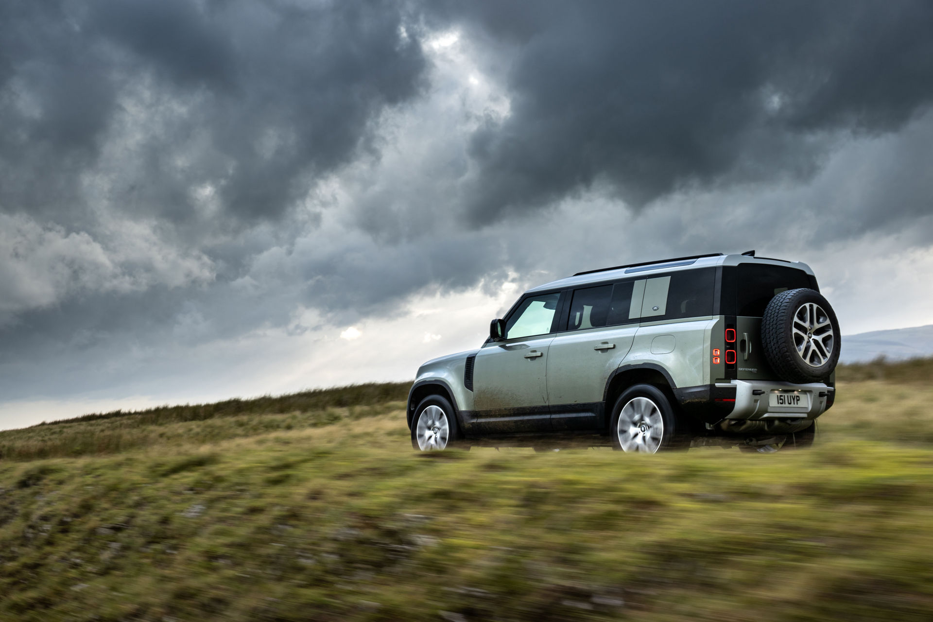 2021-Land-Rover-Defender-76
