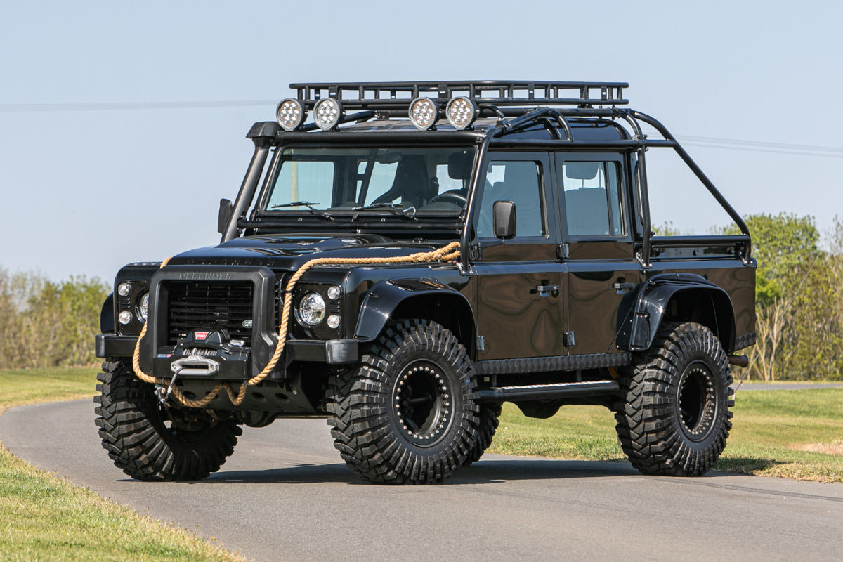 land-rover-defender-svx-james-bond-spectre0000