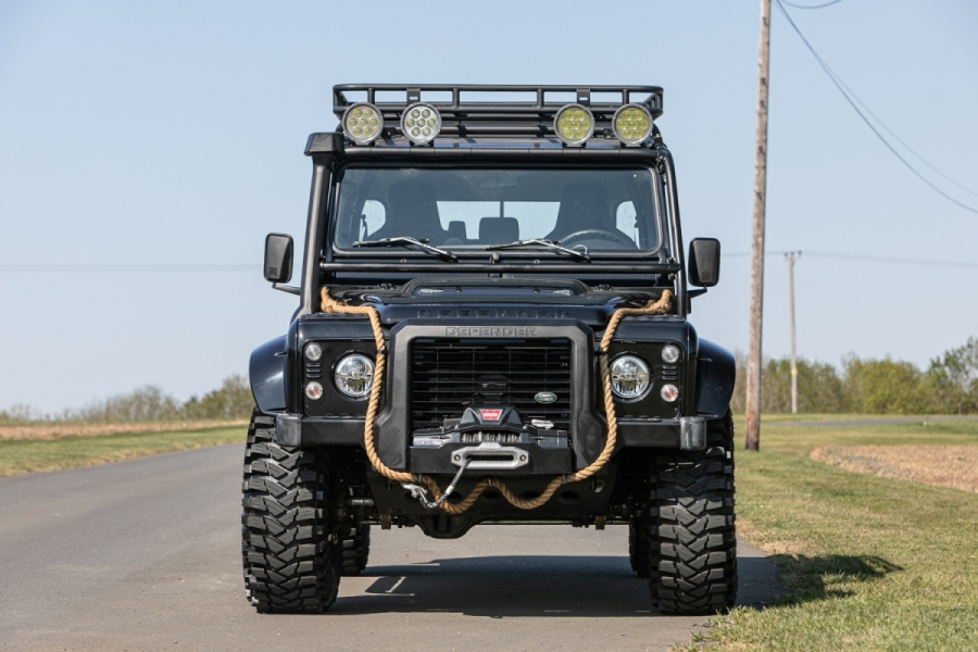 land-rover-defender-svx-james-bond-spectre0001