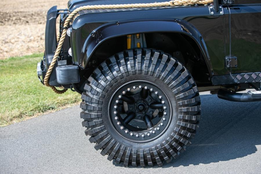 land-rover-defender-svx-james-bond-spectre0020