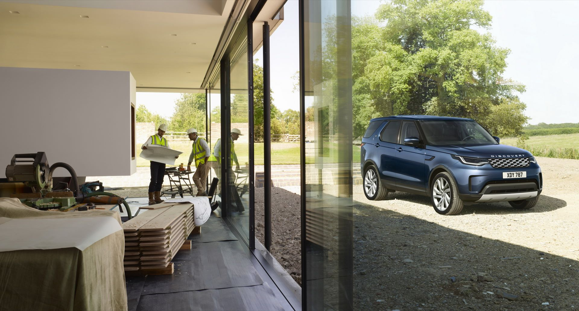 2021-Land-Rover-Discovery-02