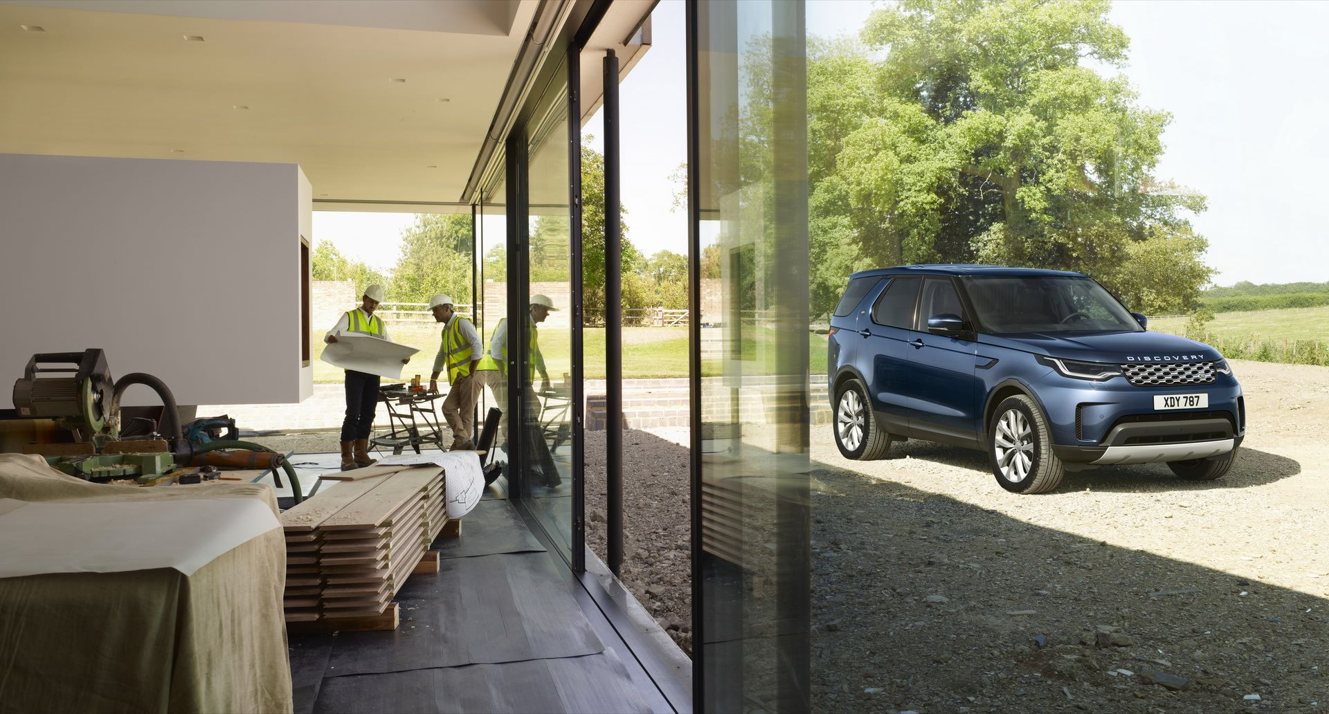 2021-Land-Rover-Discovery-03
