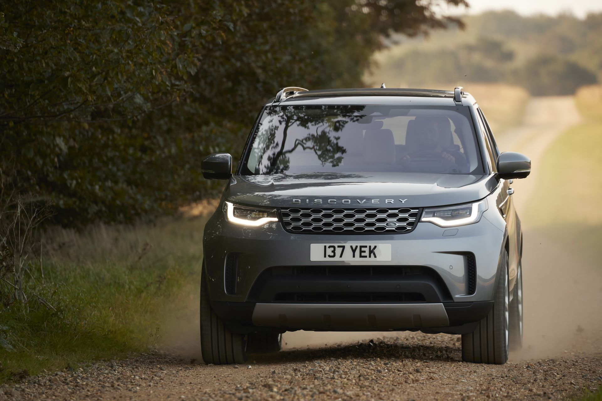 2021-Land-Rover-Discovery-07