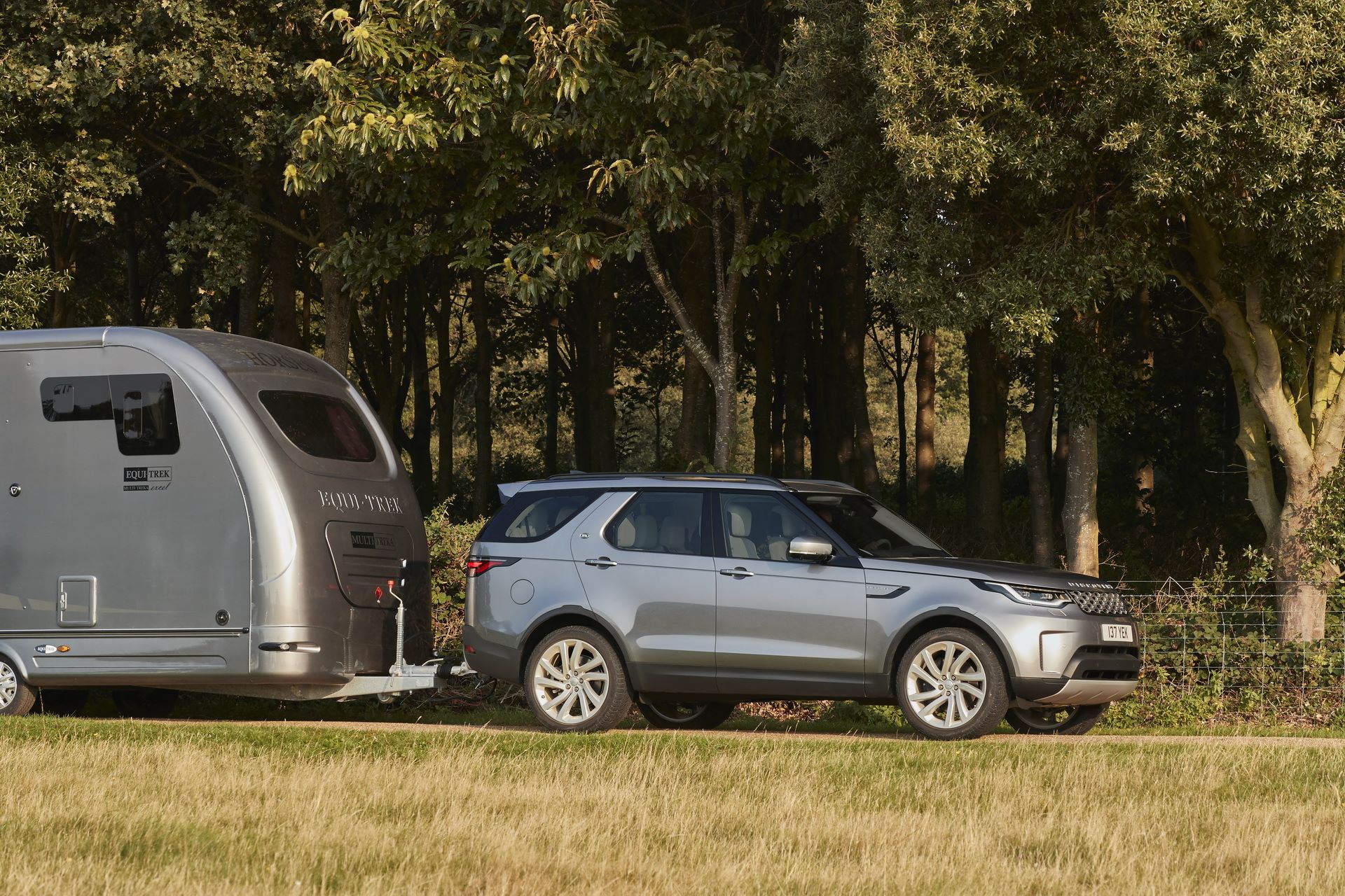 2021-Land-Rover-Discovery-11-1