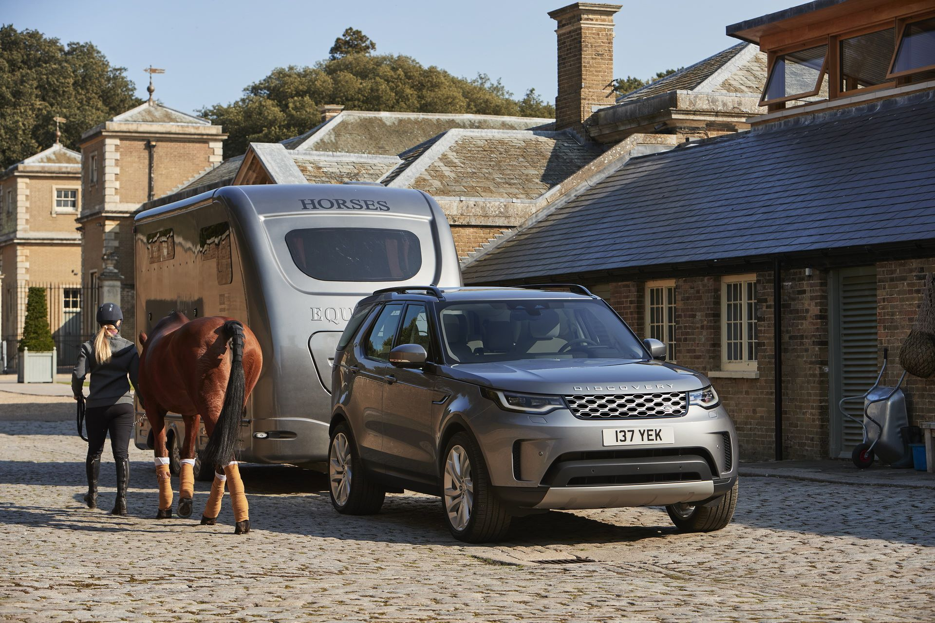 2021-Land-Rover-Discovery-12-1