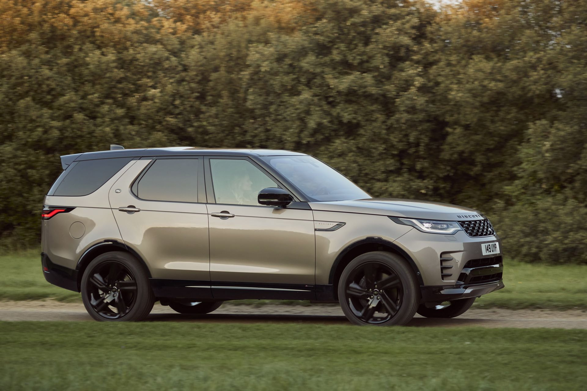 2021-Land-Rover-Discovery-21-1