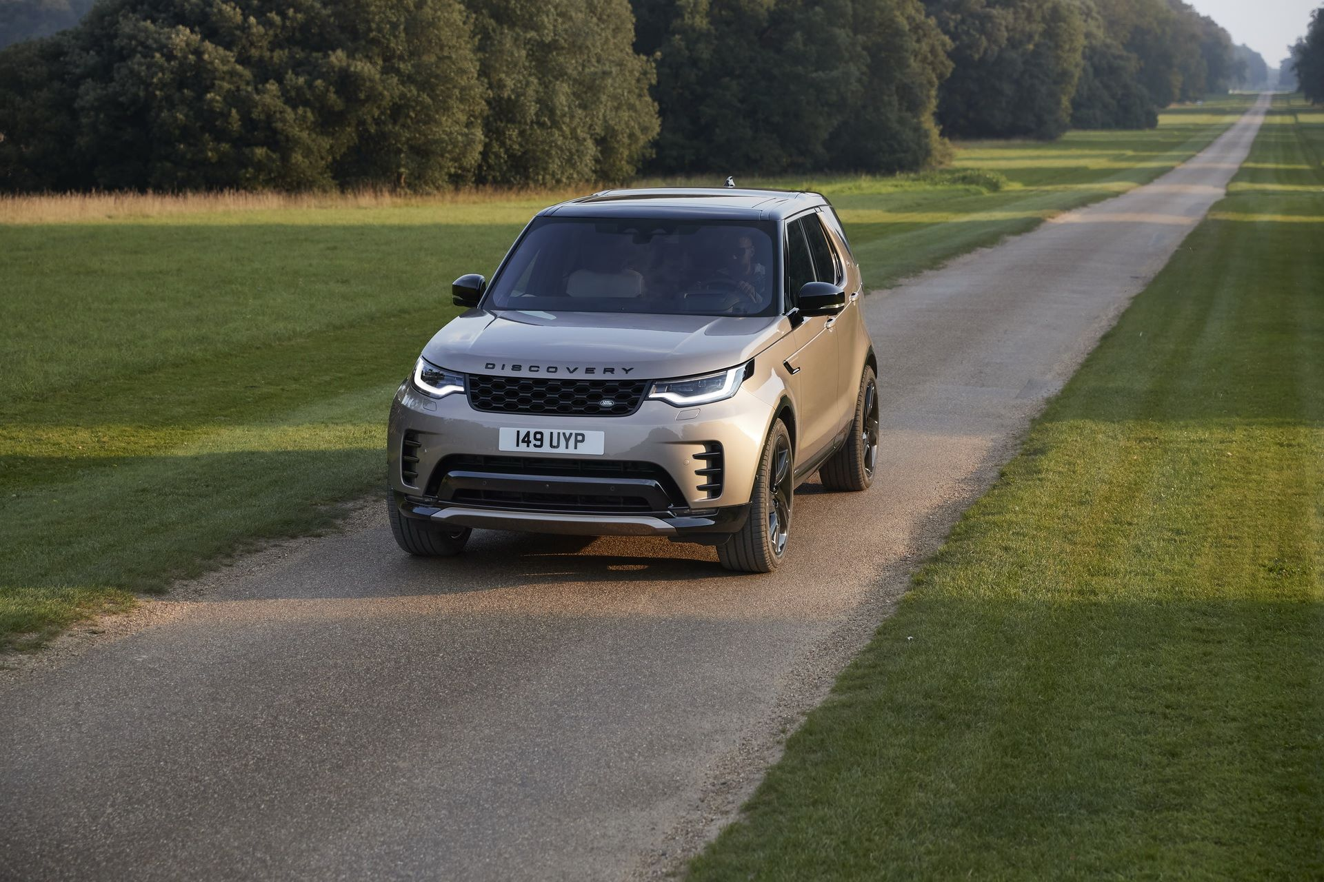 2021-Land-Rover-Discovery-25-1