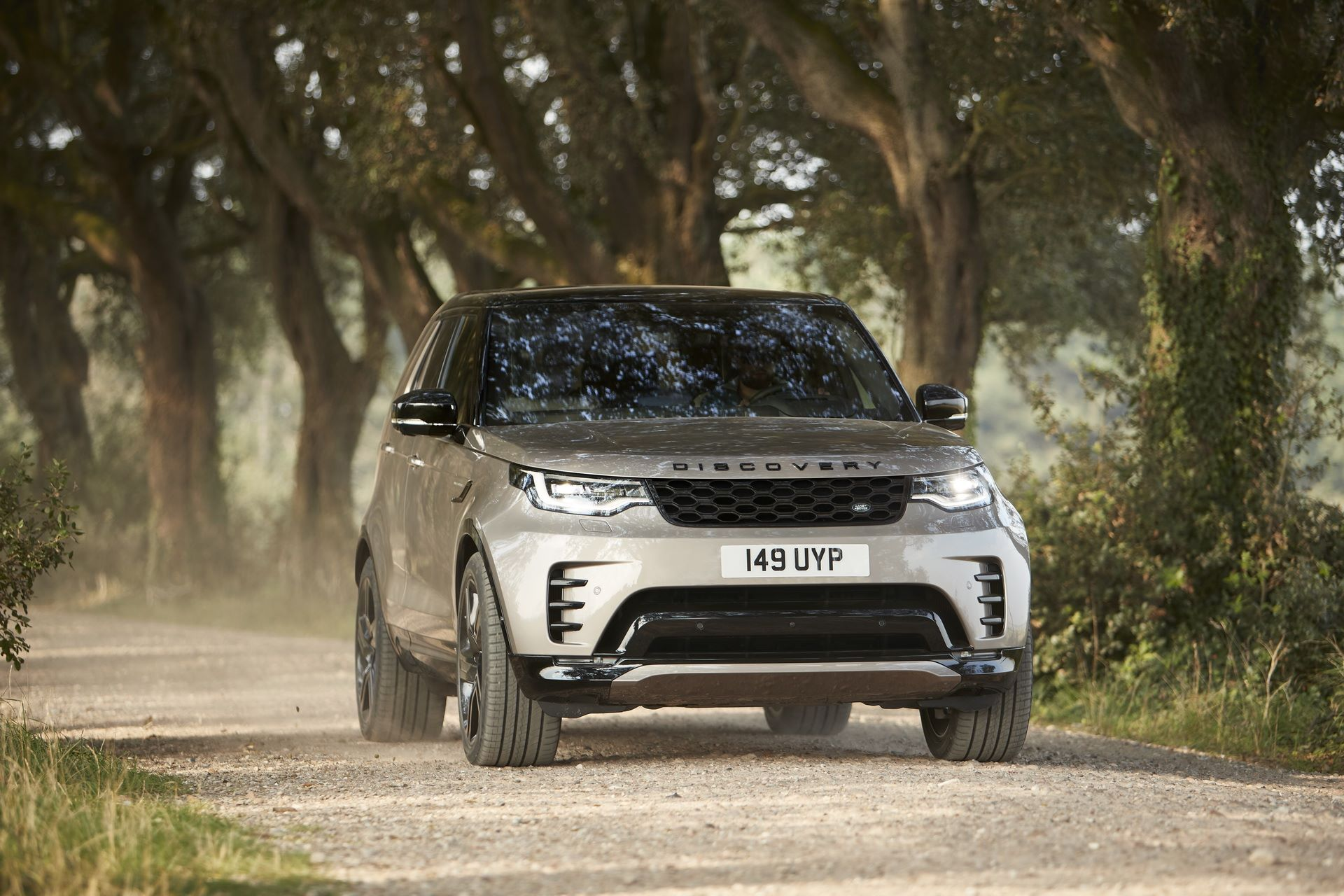 2021-Land-Rover-Discovery-26-1