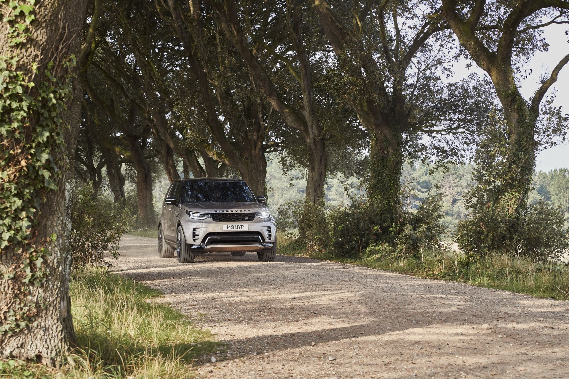 2021-Land-Rover-Discovery-27-1