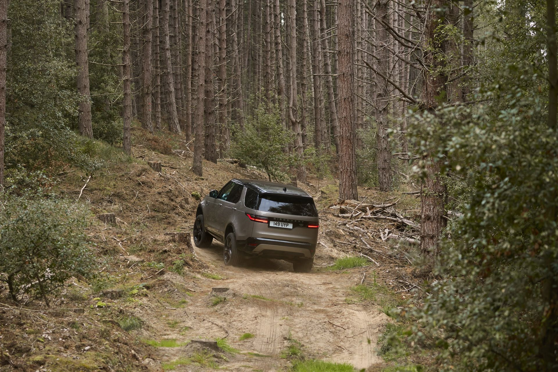 2021-Land-Rover-Discovery-29-1