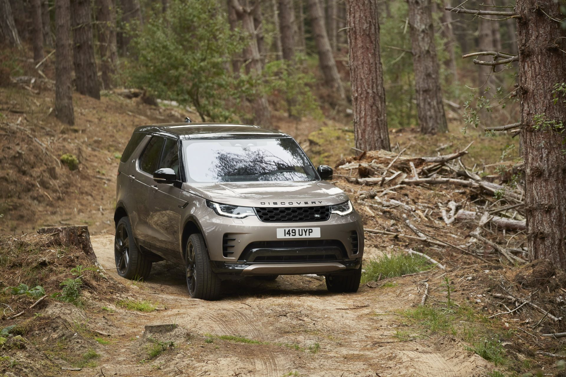 2021-Land-Rover-Discovery-30-1