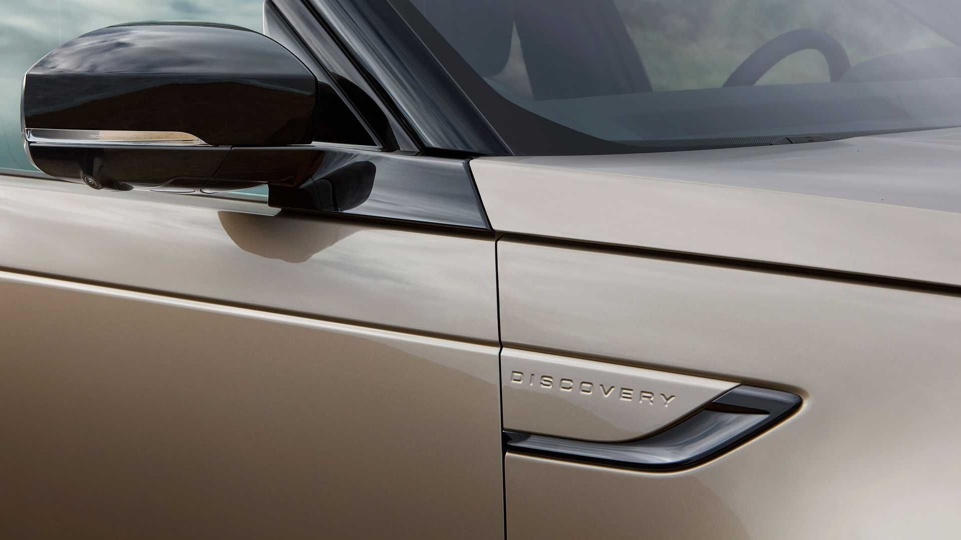 2021-Land-Rover-Discovery-45