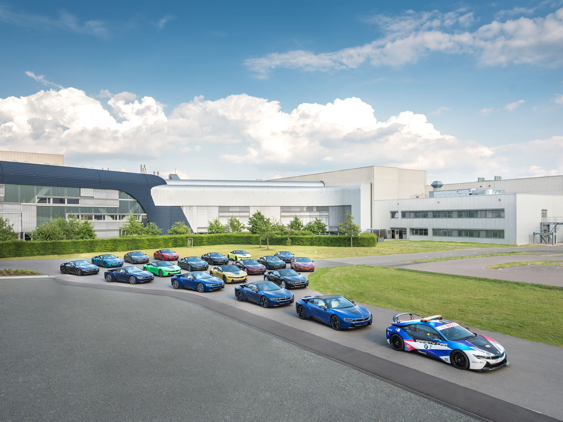 Last-18-BMW-i8-Roadster-plant-Leipzig-1