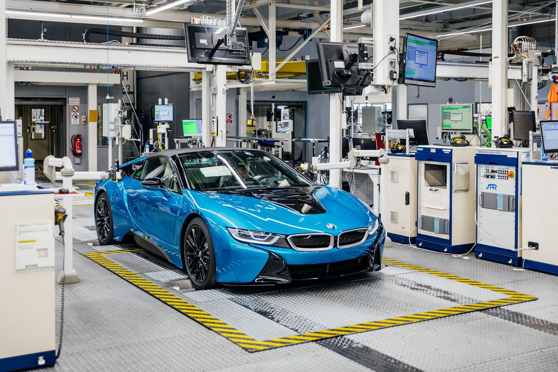 Last-18-BMW-i8-Roadster-plant-Leipzig-23