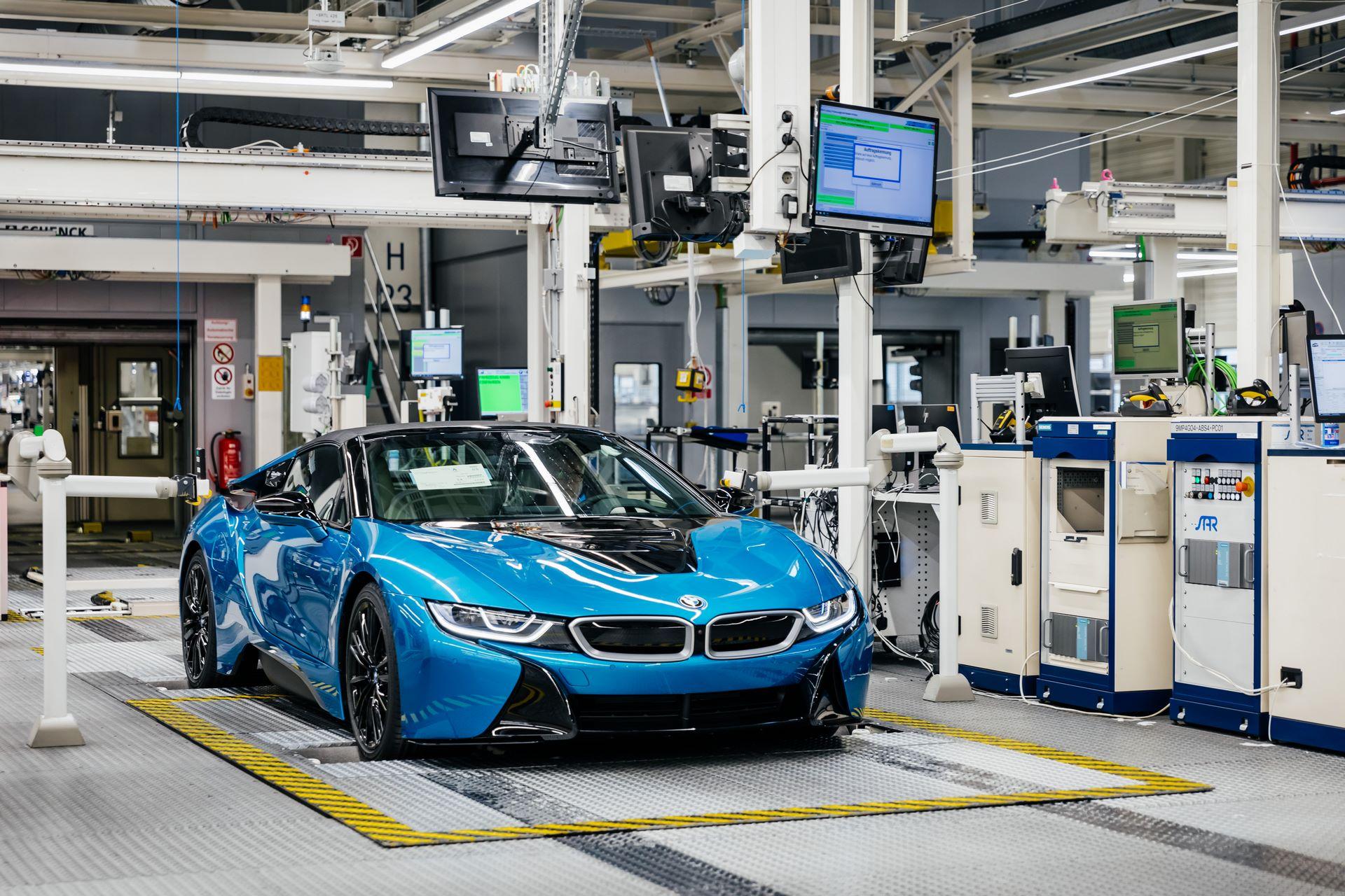 Last-18-BMW-i8-Roadster-plant-Leipzig-24