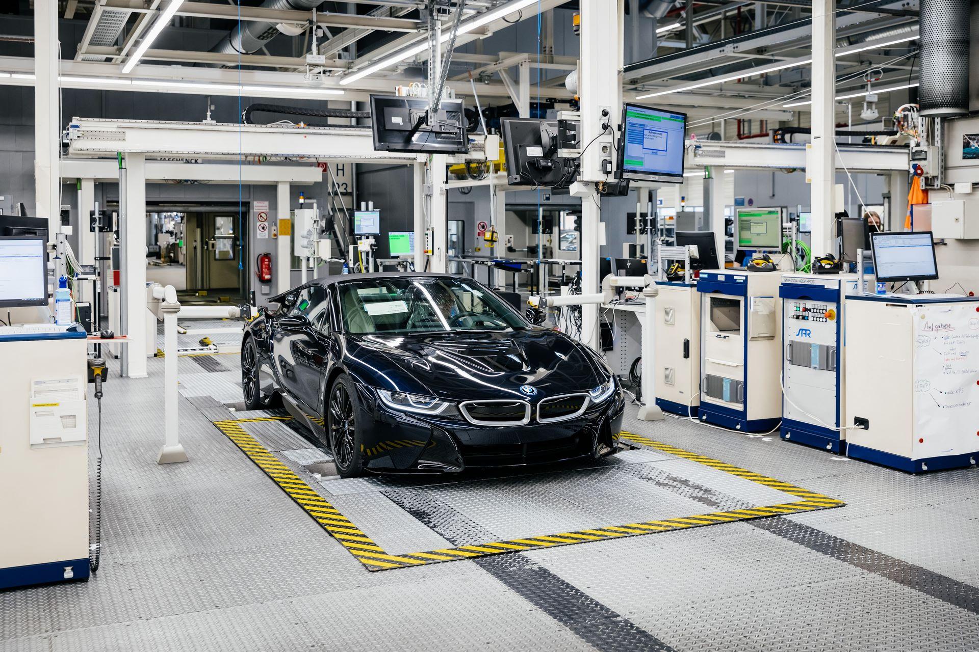 Last-18-BMW-i8-Roadster-plant-Leipzig-25