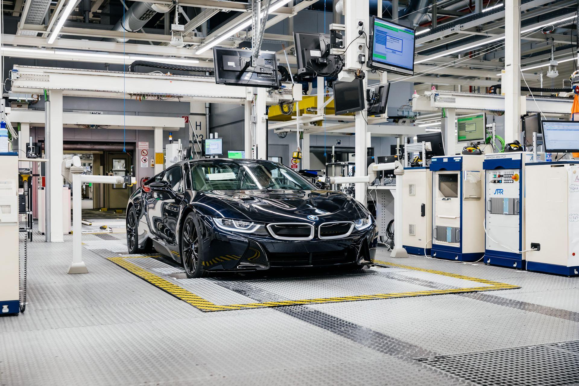 Last-18-BMW-i8-Roadster-plant-Leipzig-26