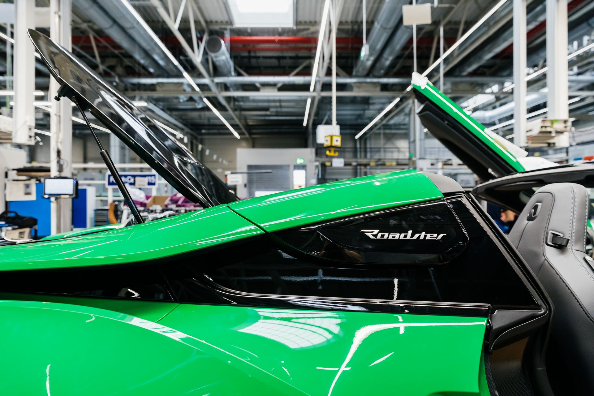 Last-18-BMW-i8-Roadster-plant-Leipzig-27