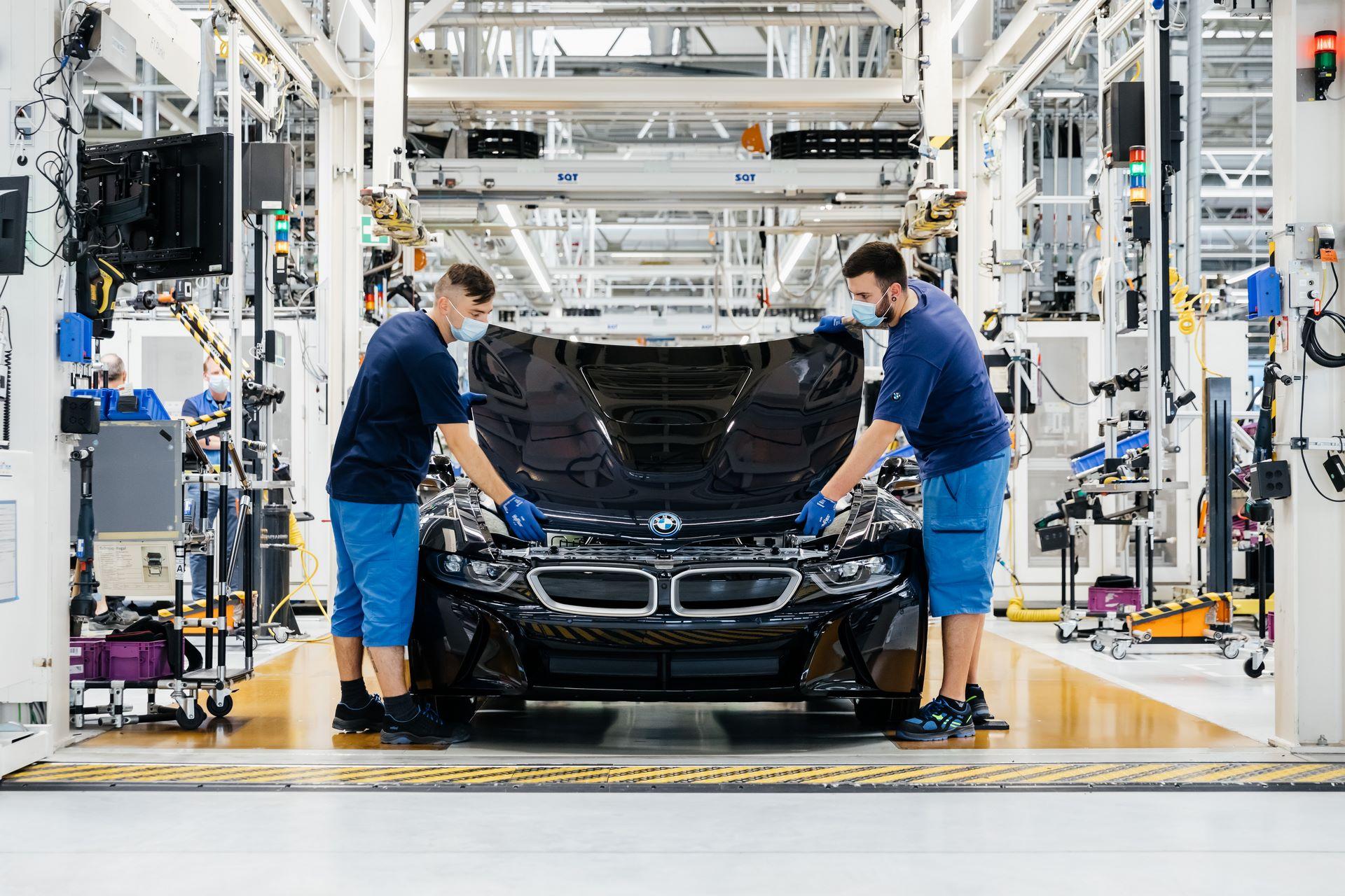 Last-18-BMW-i8-Roadster-plant-Leipzig-28