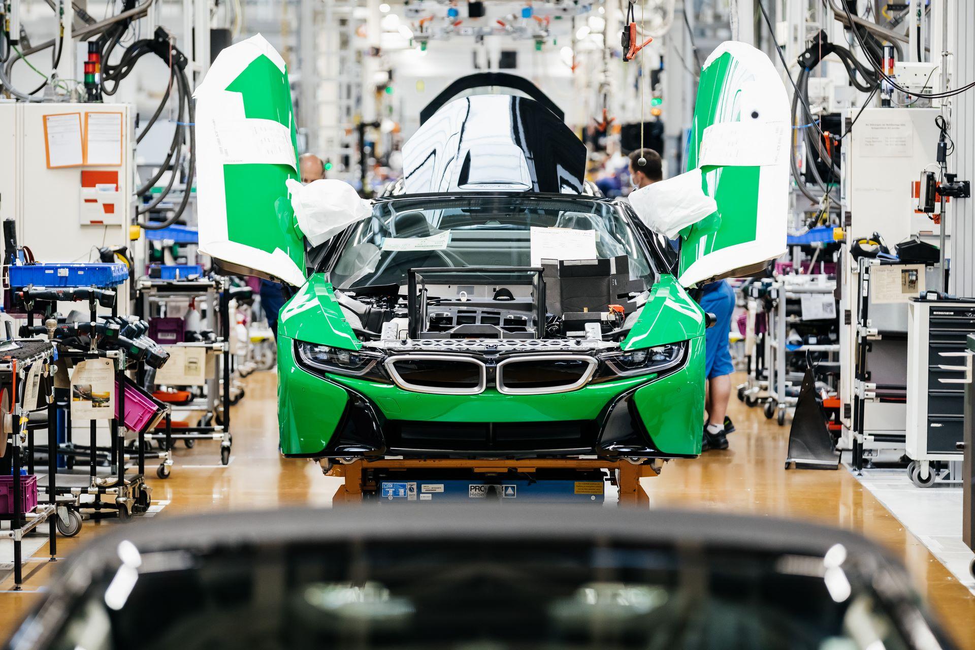 Last-18-BMW-i8-Roadster-plant-Leipzig-29