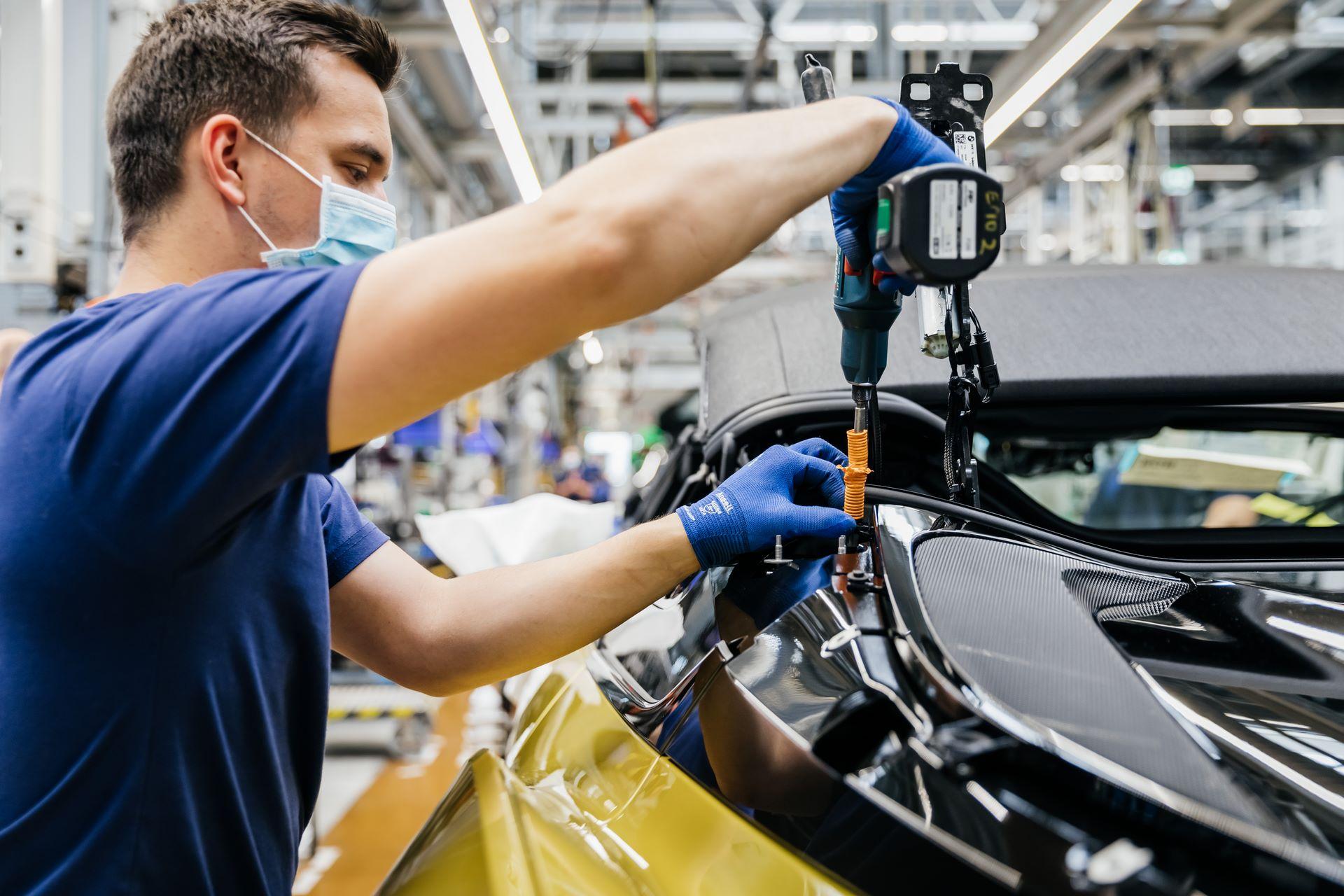 Last-18-BMW-i8-Roadster-plant-Leipzig-30