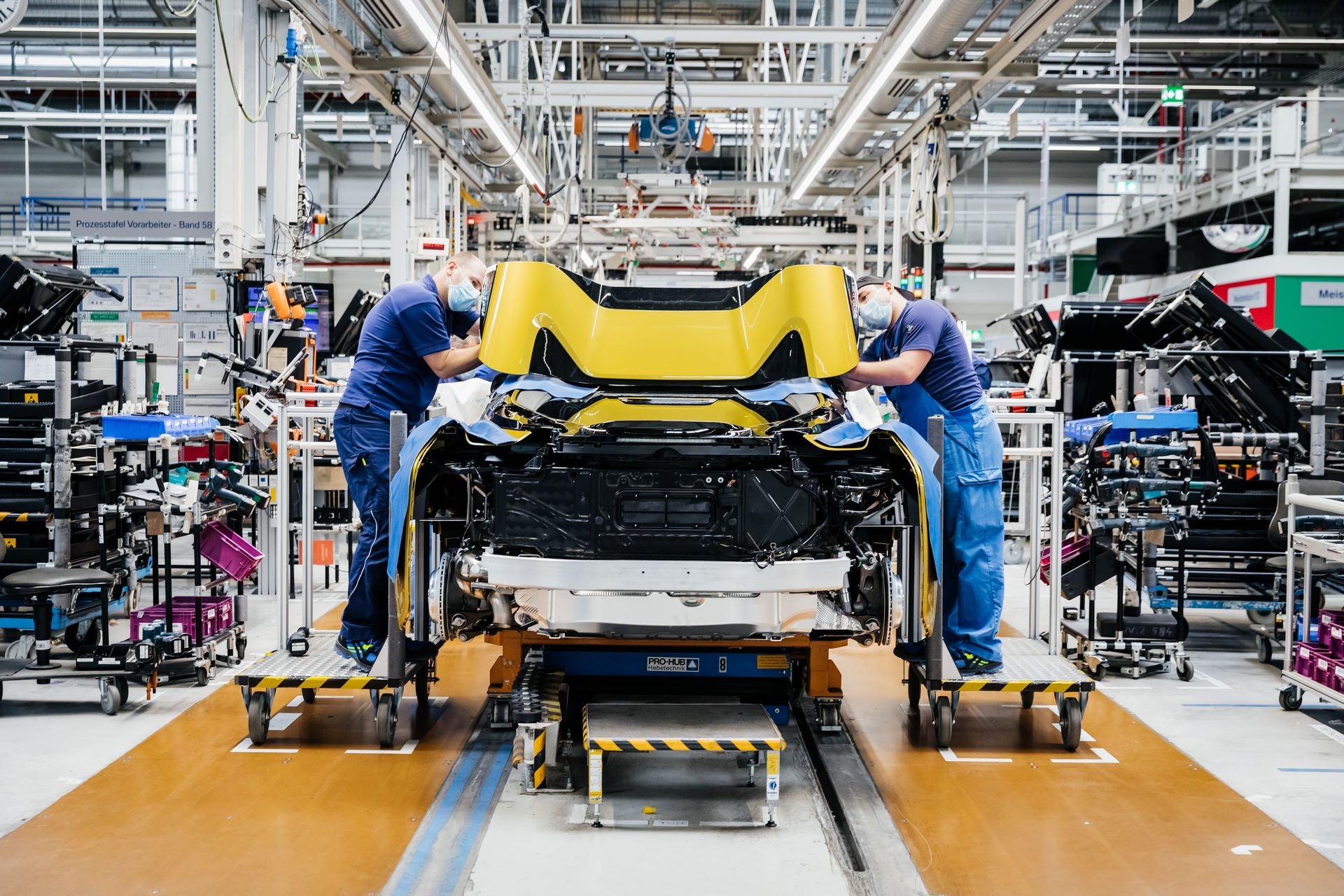 Last-18-BMW-i8-Roadster-plant-Leipzig-31