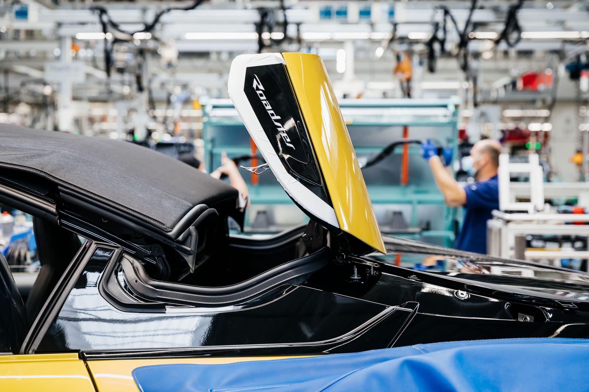 Last-18-BMW-i8-Roadster-plant-Leipzig-32