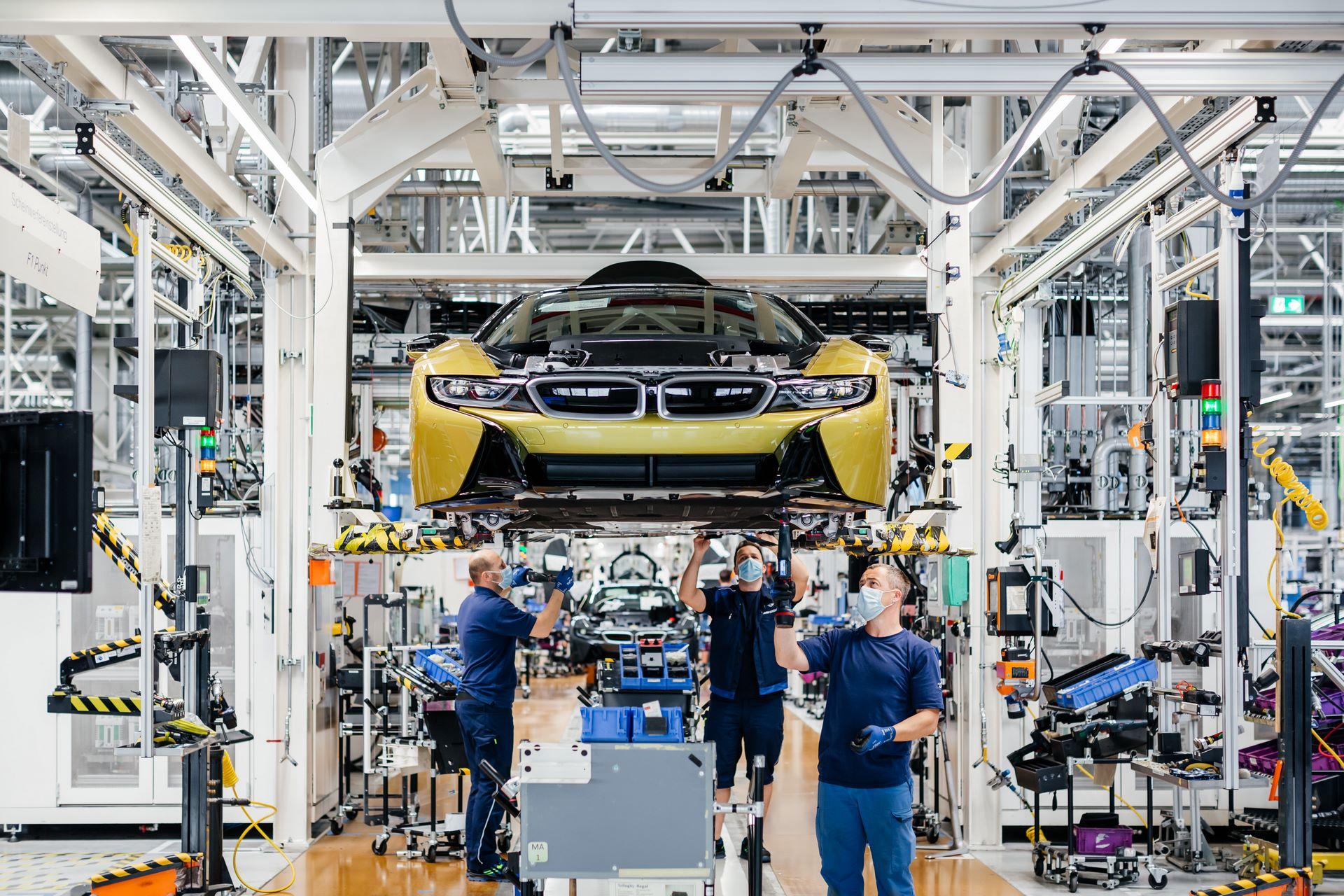 Last-18-BMW-i8-Roadster-plant-Leipzig-34