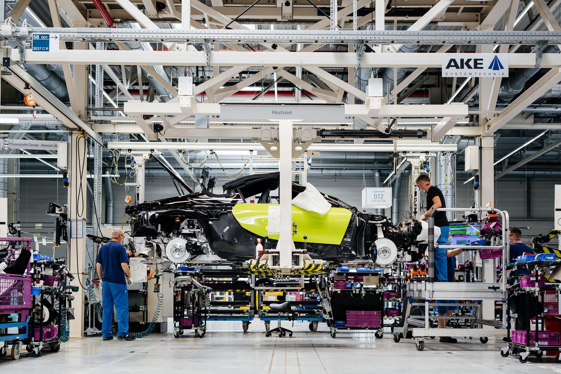 Last-18-BMW-i8-Roadster-plant-Leipzig-35