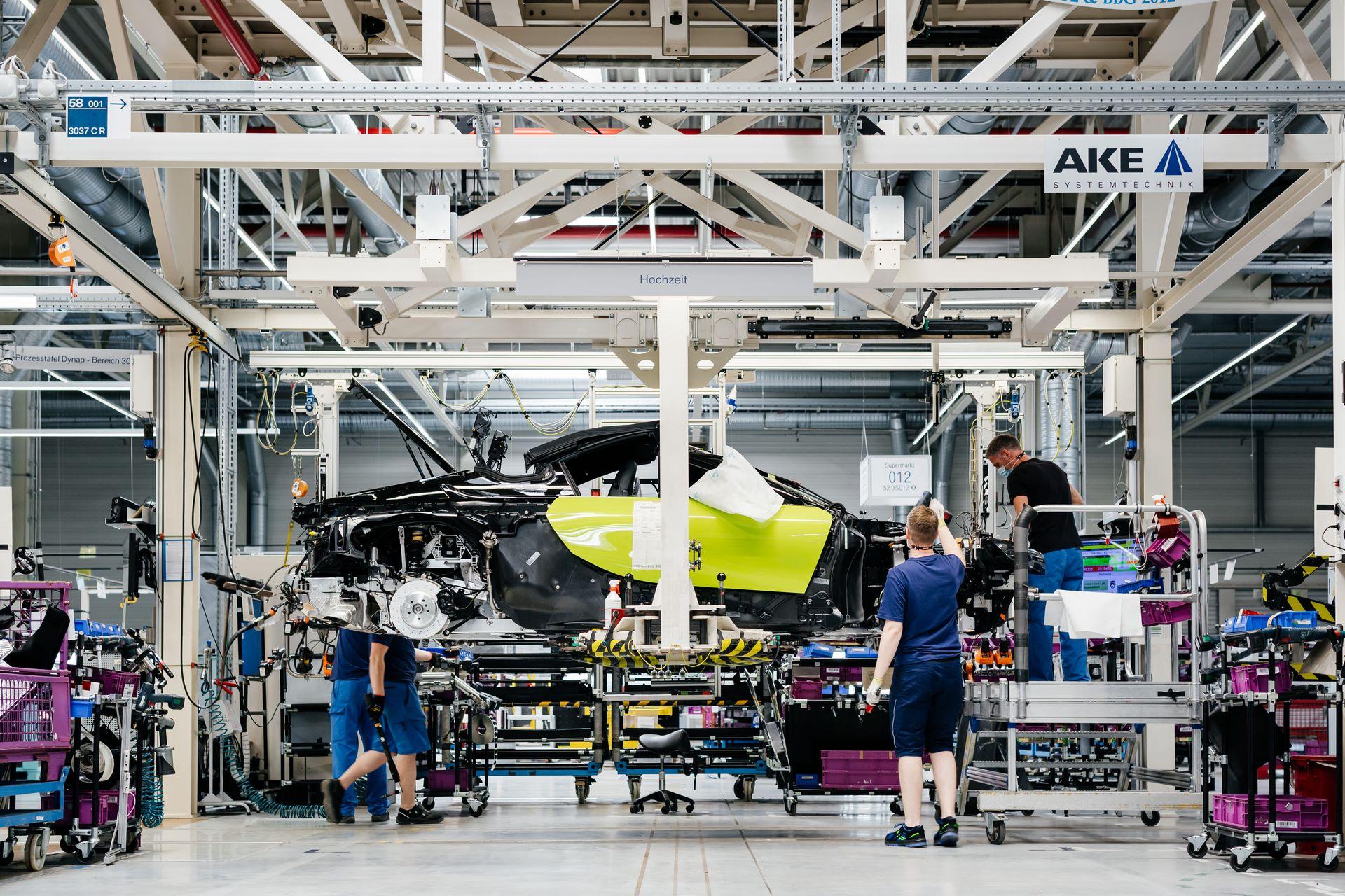 Last-18-BMW-i8-Roadster-plant-Leipzig-36
