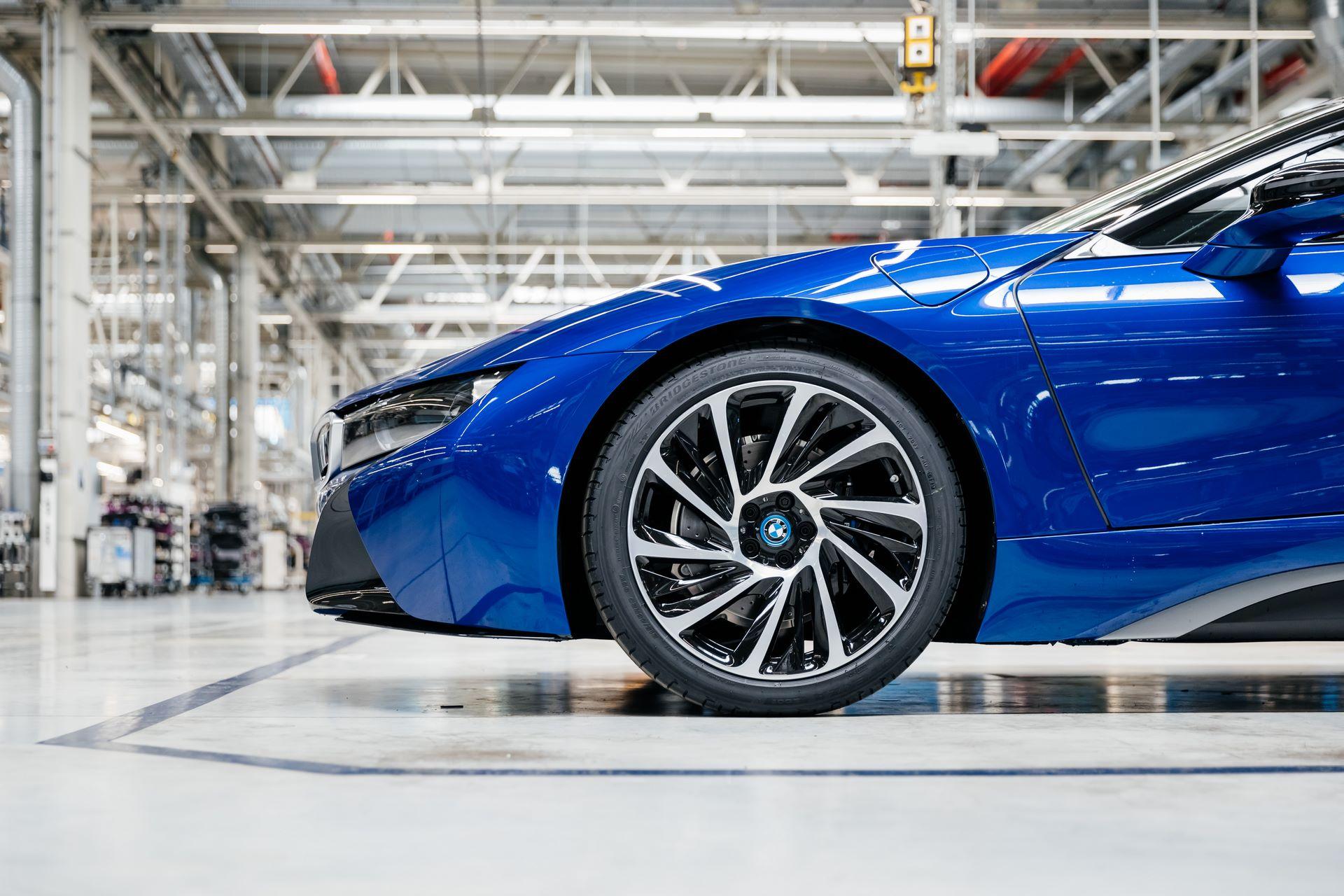 Last-18-BMW-i8-Roadster-plant-Leipzig-38