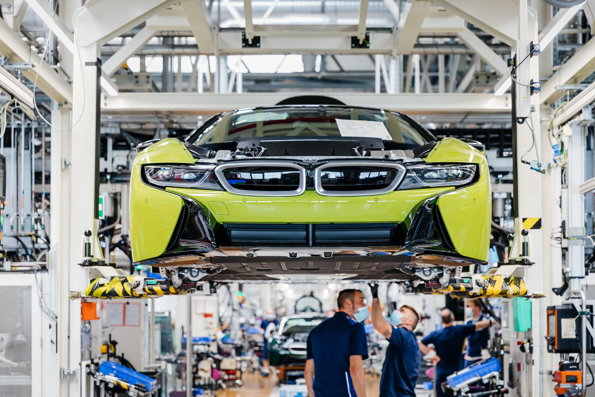 Last-18-BMW-i8-Roadster-plant-Leipzig-39