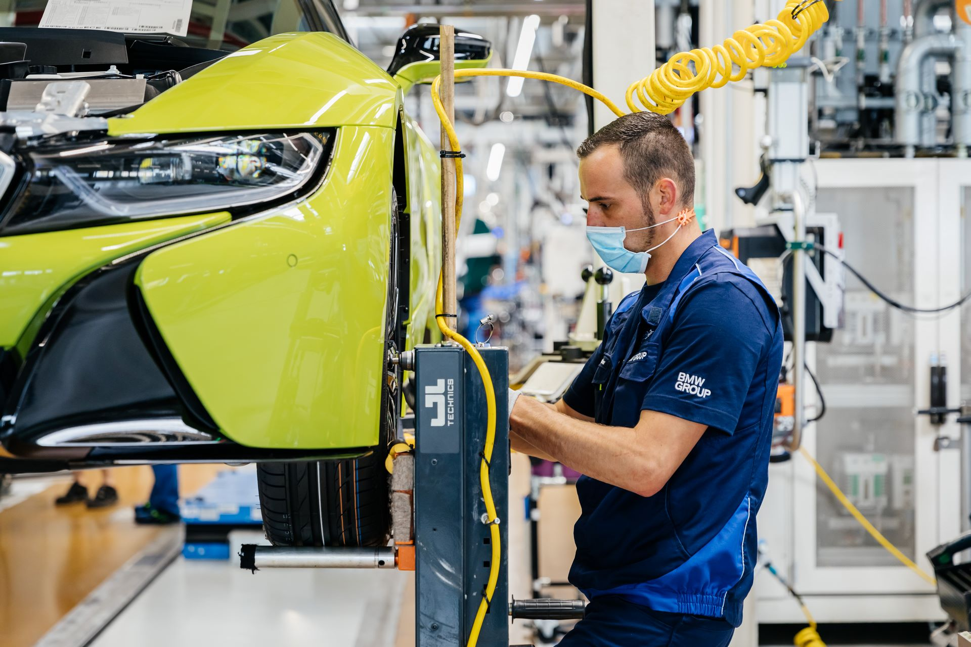 Last-18-BMW-i8-Roadster-plant-Leipzig-40
