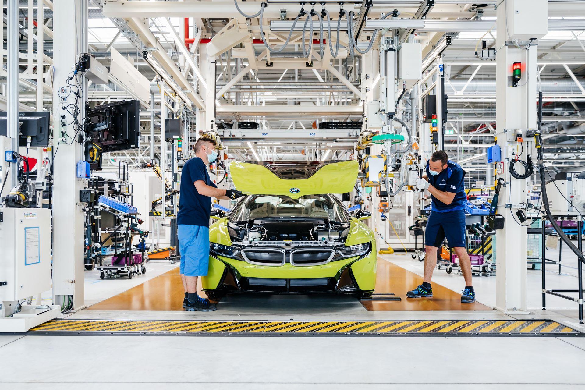 Last-18-BMW-i8-Roadster-plant-Leipzig-41