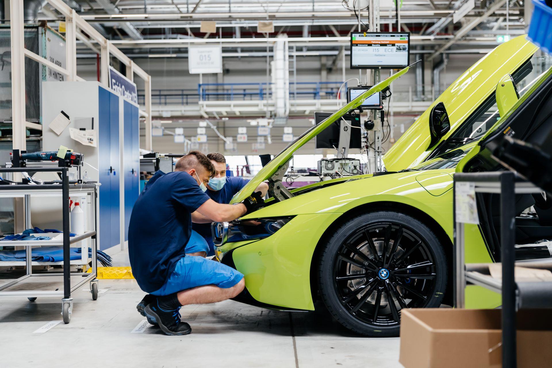 Last-18-BMW-i8-Roadster-plant-Leipzig-44