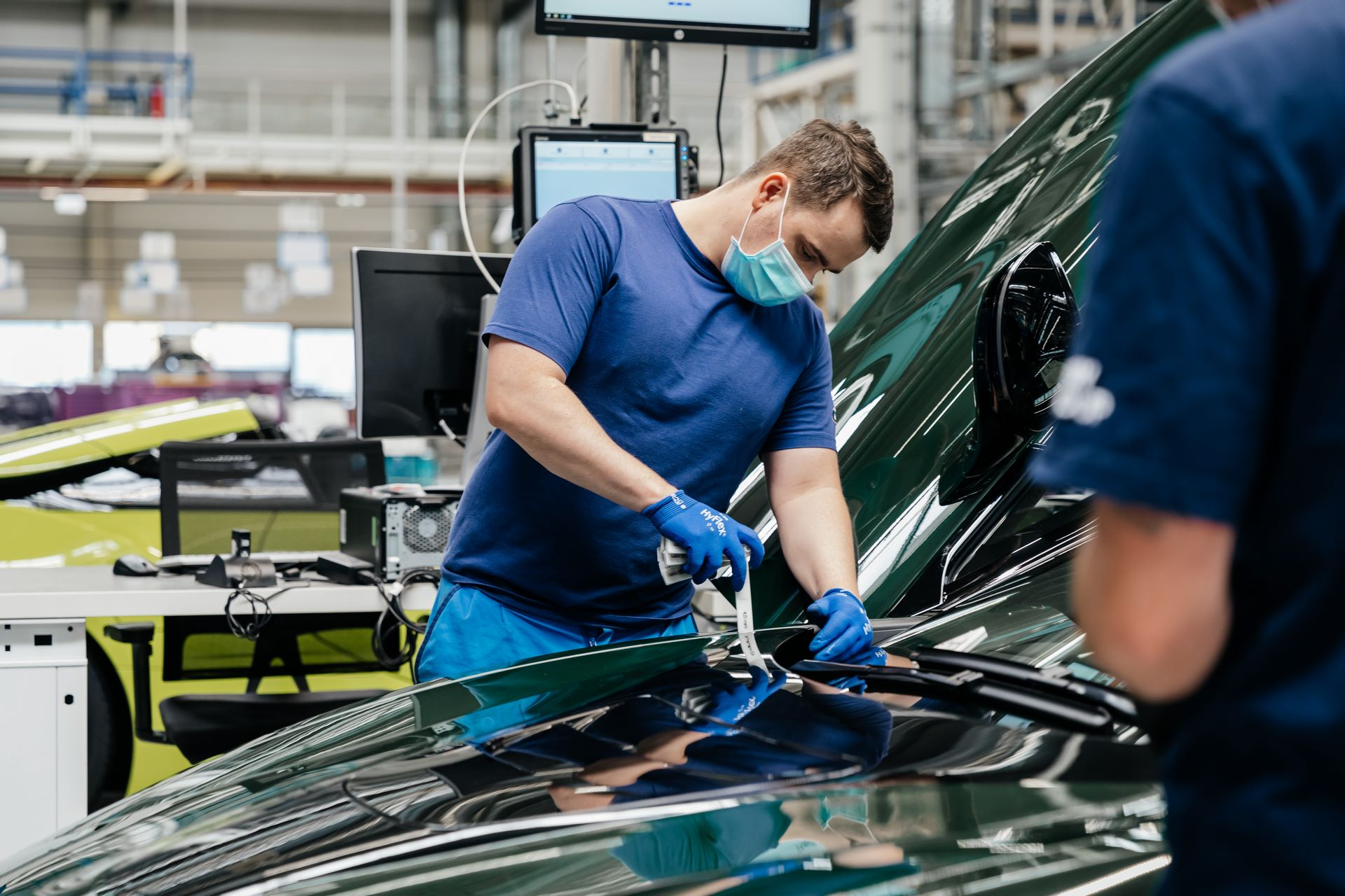 Last-18-BMW-i8-Roadster-plant-Leipzig-45
