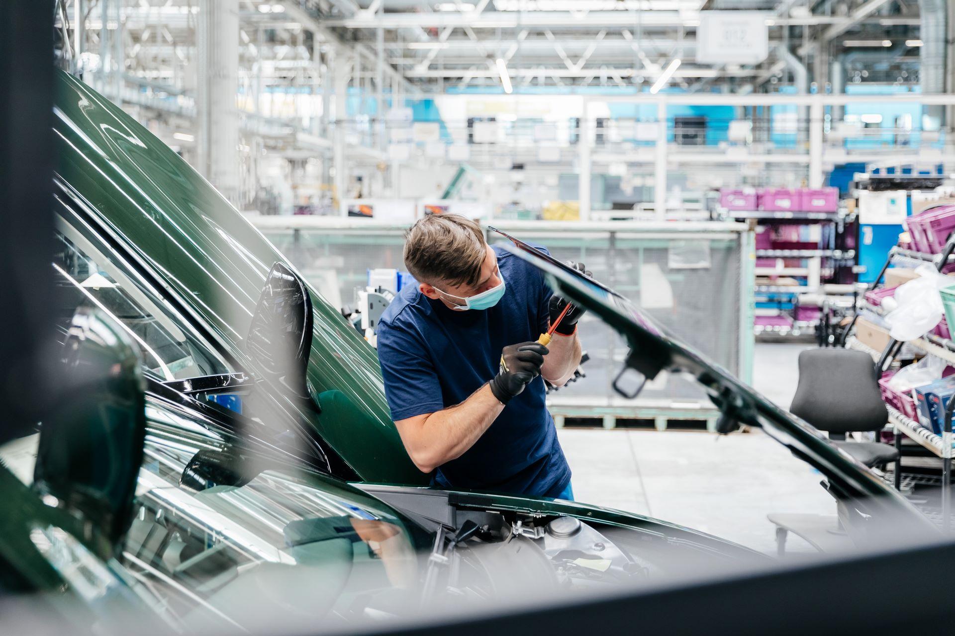 Last-18-BMW-i8-Roadster-plant-Leipzig-47